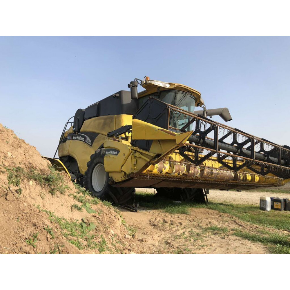 Комбайн NEW HOLLAND CX840